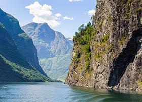 Star Collector: Parisian Nights & Breathtaking Fjords: France & Norway